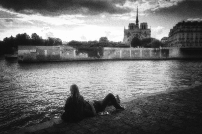 Couple at Ile-St-Louis